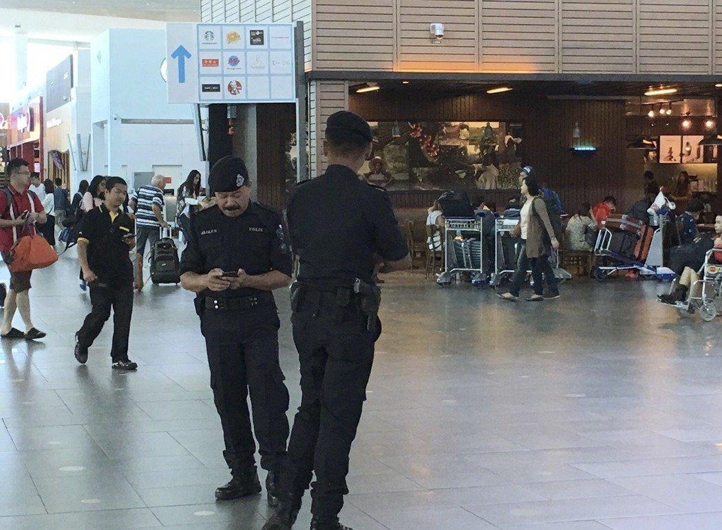 16日下午 馬國警方帶兩女嫌重返現場模擬