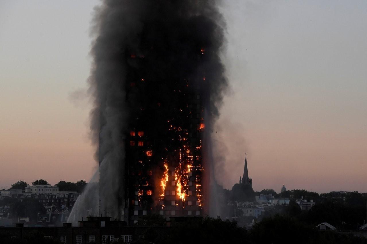 英國倫敦西區「格蘭菲塔」公寓大樓大火 79死