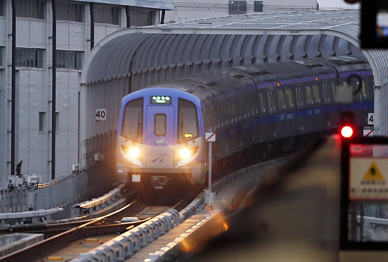 桃園機場捷運開始試營運